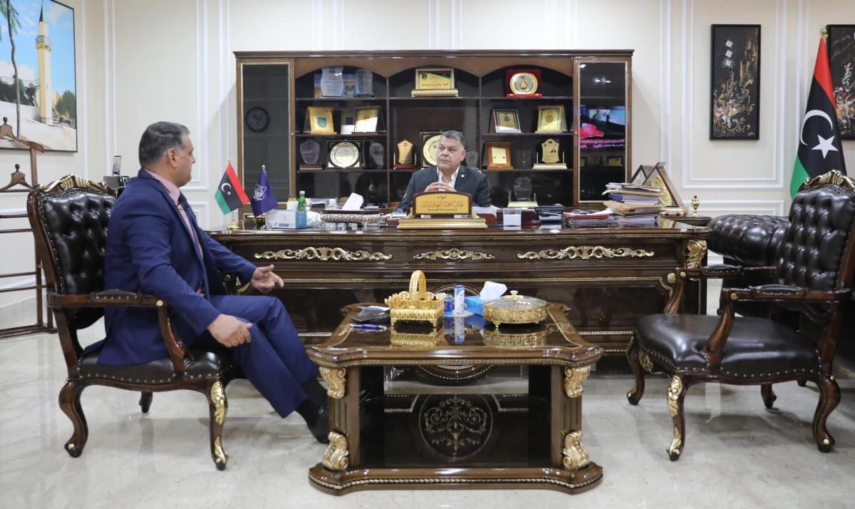 وزير الداخلية يجتمع برئيس مكتب الشرطة الجنائية العربية
