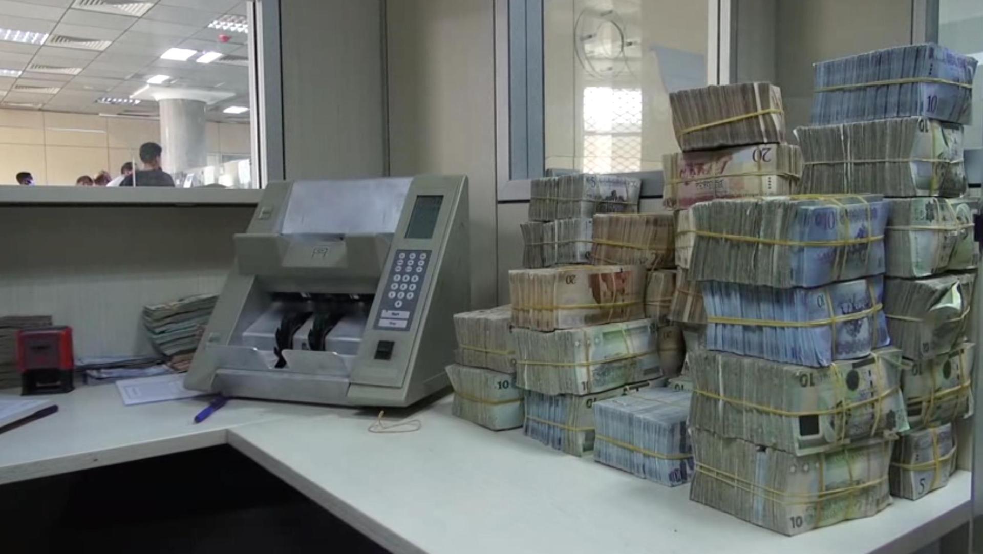 مصارف المنطقة الشرقية تبدأ توزيع السيولة بعد تلقيها 145 مليون دينار