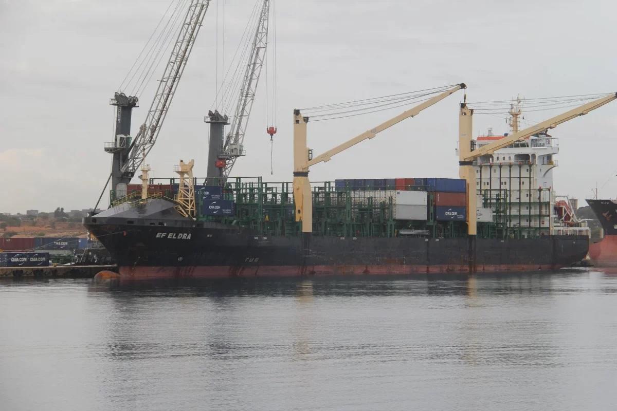 وصول 32.600 طن من القمح إلى ميناء الخُمس