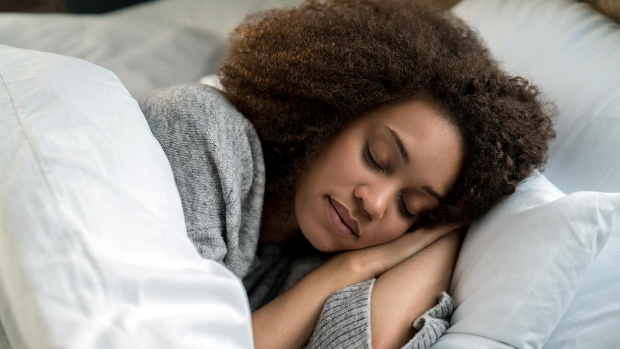 Paralysie du sommeil : entre l'éveil et le sommeil, que se passe-t-il dans notre corps ?