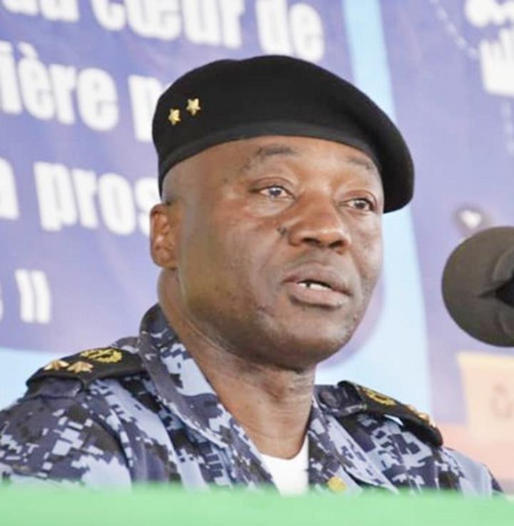 Pour avoir repoussé les assaillants armés lors de l'attaque des postes de contrôle de Bougouni Zantiébougou : Des agents de la Direction du renseignement et des enquêtes douanières félicités par Mahamet Doucara