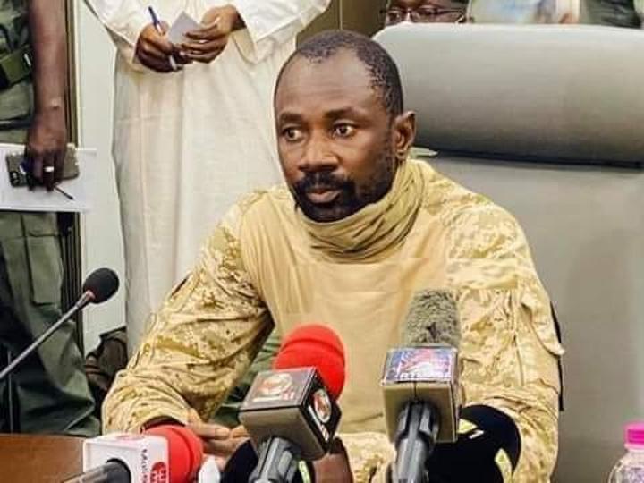 A l'issue de sa rencontre avec le médiateur de la CEDEAO: Colonel Assimi Goïta se dit déterminé à » contribuer à la reprise de la coopération militaire avec Paris » et à « combattre le terrorisme »