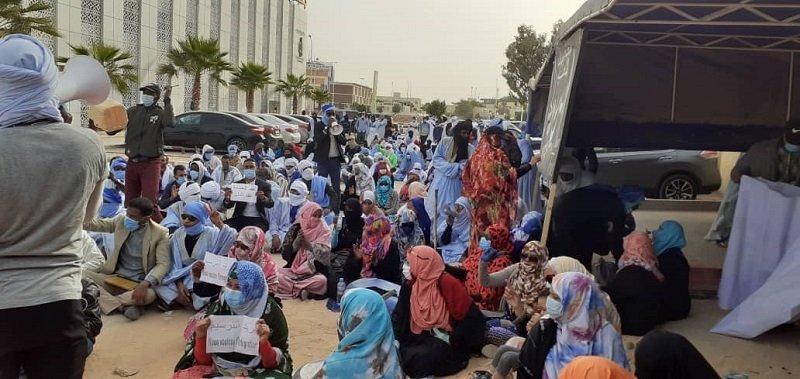 تجدد احتجاجات مقدمي خدمة التعليم أمام وزارة التهذيب