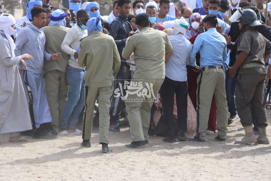 """تفريق وقفة منددة ب """"إهمال"""" وزارة الصحة لولد احجور (صور)"""