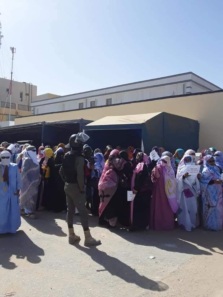 معلمون يحتجون أمام وزارة التهذيب (صور)
