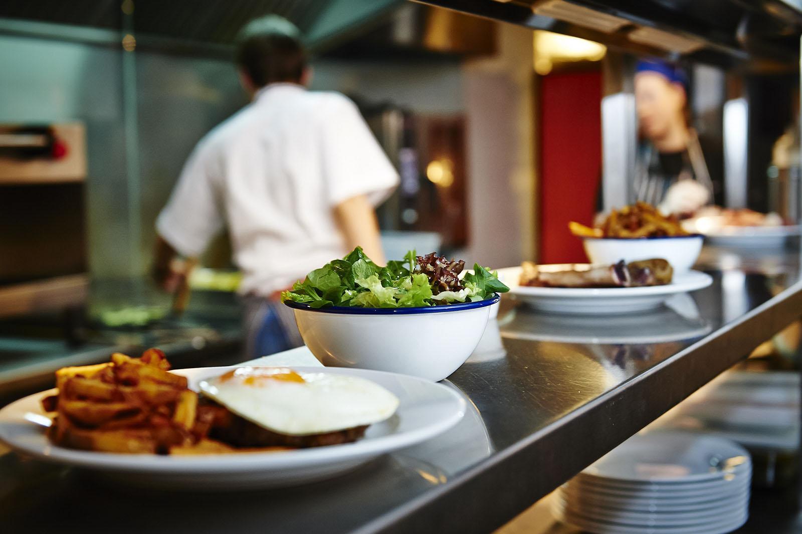فيروس كورونا: إعادة فتح المطاعم ابتداء من اليوم