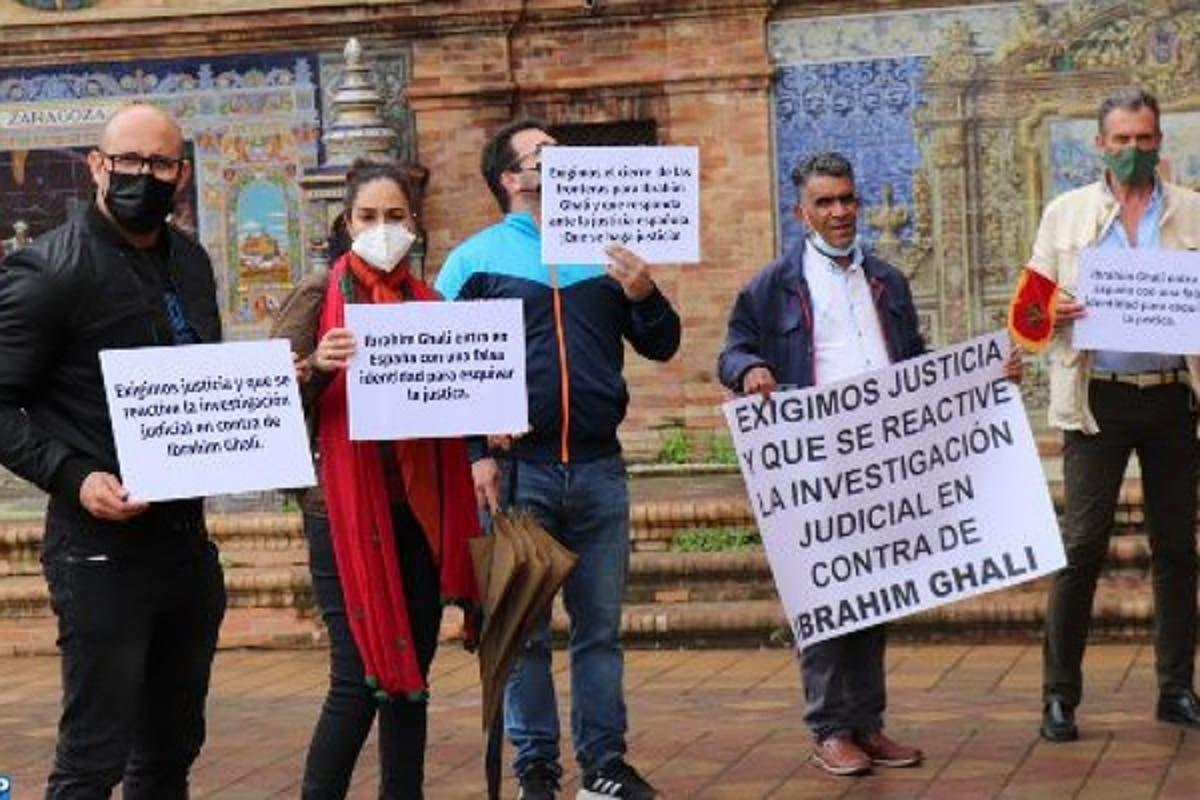 إسبانيا: ضحايا البوليساريو يتظاهرون أمام المستشفى الذي أدخل إليه إبراهيم غالي
