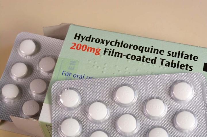 وزارة الصحة تؤكد إعادة توفير أدوية مصنعة من الكلوروکین و الهيدروکسيکلوروکین في الصيدليات ابتداء من يونيو المقبل
