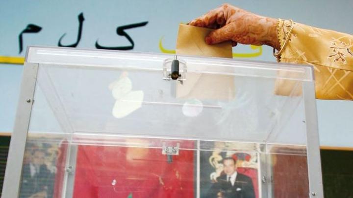 بالفيديو: برلماني سابق يحتفل بخسارة والدته أمام زوجته في الانتخابات