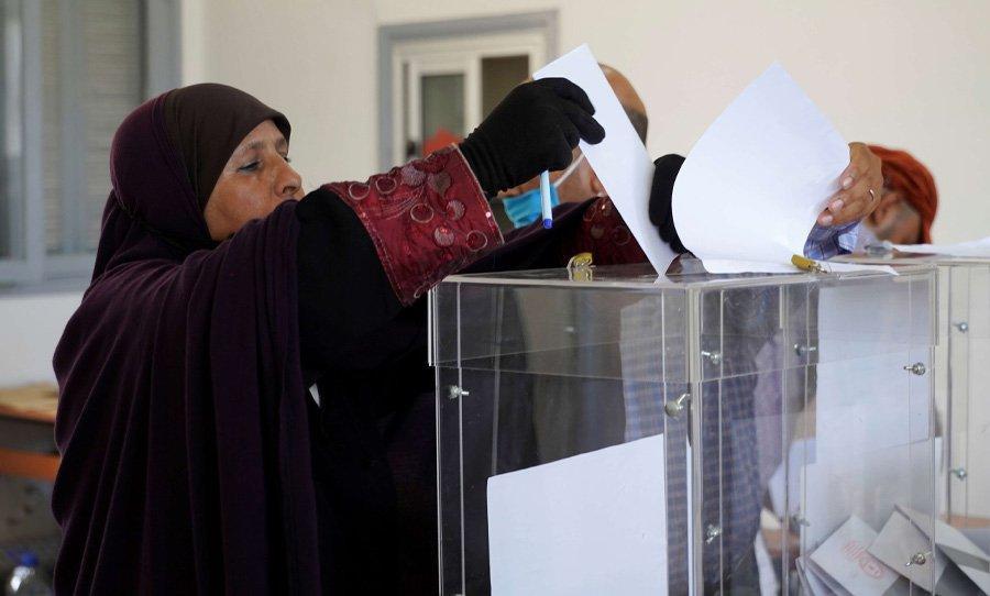 المغرب: قادة أحزاب يطردون بعض منتخبيهم وآخرون يغيرون المواقف… وتكهنات حول تشكيلة الحكومة المقبلة