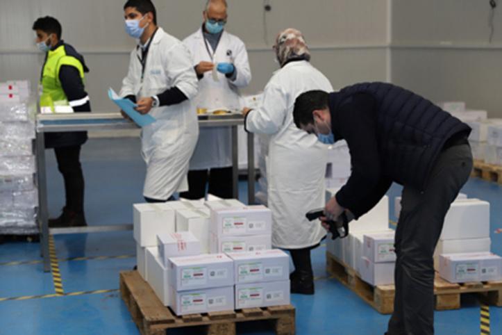 المغرب يتوصل بخمسة ملايين جرعة من لقاح سينوفارم المضاد لكورونا