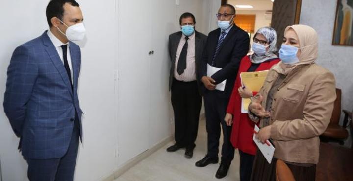 بالصور: الوزير سكوري يتعرف على موظفي وزارته
