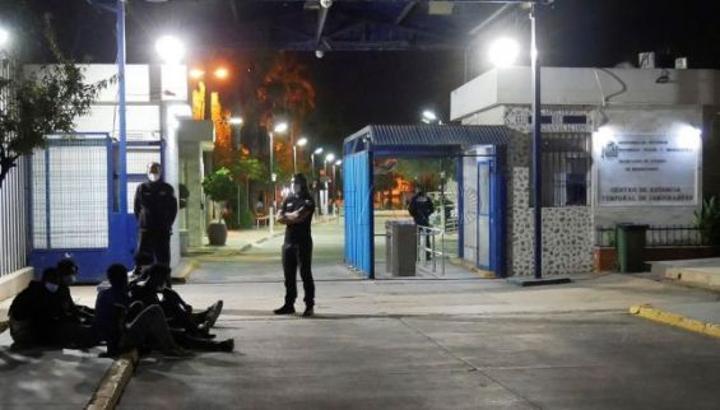 إصابة عنصر من الحرس المدني الاسباني أثناء اقتحام مهاجرين لسياج مليلية