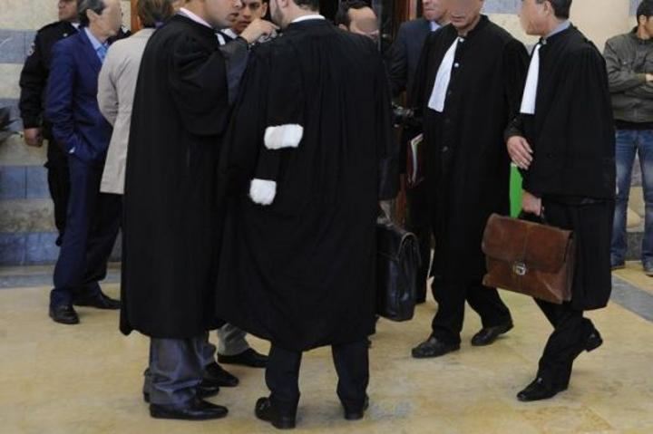 محامون يحتجون ضد متابعة المحامين والصحافيين والحقوقيين