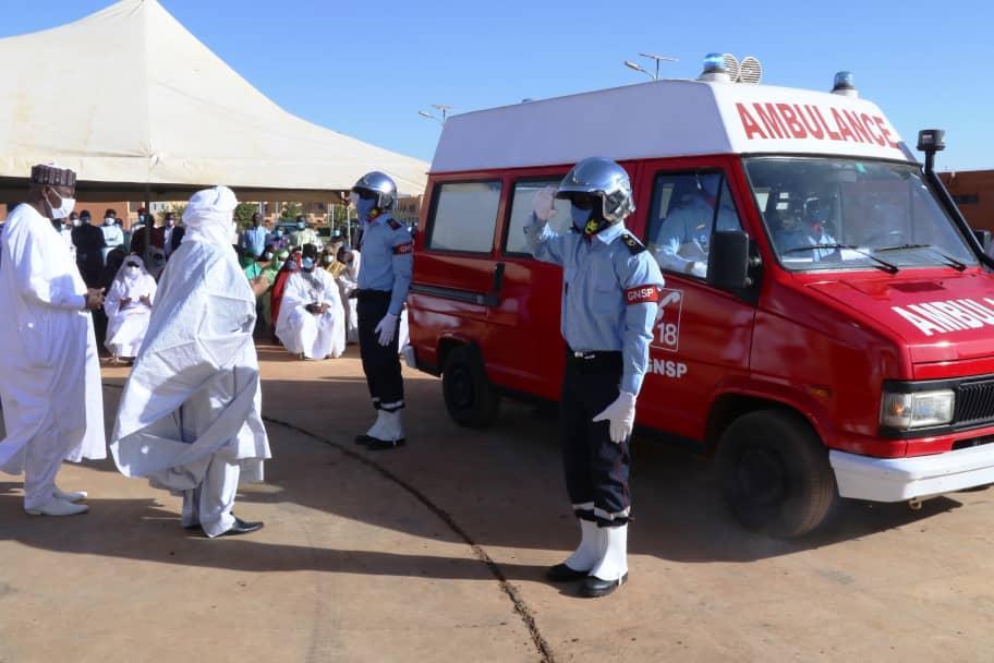 Le Premier Ministre Brigi Rafini assiste à la levée du corps de l'Ambassadeur Inoussa Ouseini