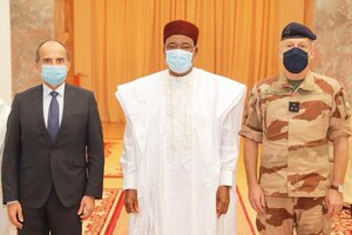 Le Président de la République Issoufou Mahamadou reçoit le commandant de la Force Barkhane