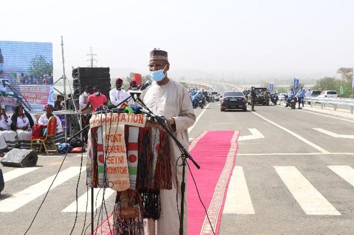 ''Le pont Général Seyni Kountche permet le désengorgement du pont Kennedy et du pont de l'amitié sino-nigérienne'' (Ministre de l'équipement)