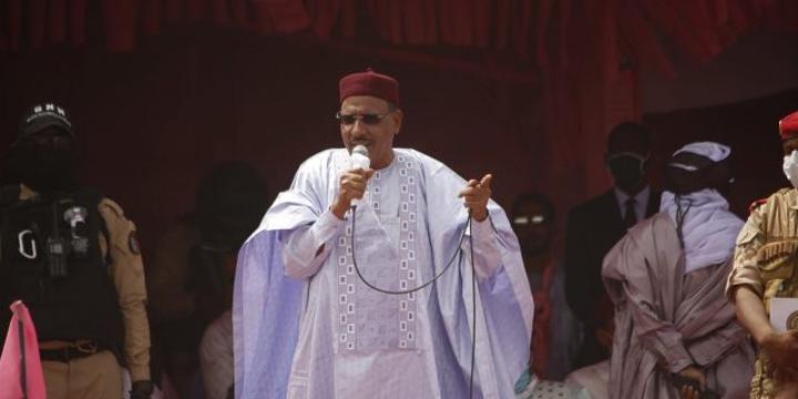 Niger : investi président, Mohamed Bazoum dénonce la «barbarie» des jihadistes