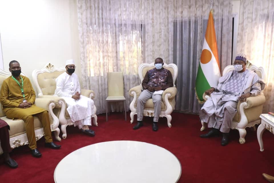Premier Ministre Ouhoumoudou reçoit une délégation du Comité Telecom/TIC du G5 Sahel