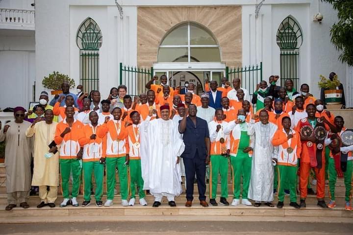 Le Président Mohamed Bazoum rencontre une délégation d'athlètes nigériens