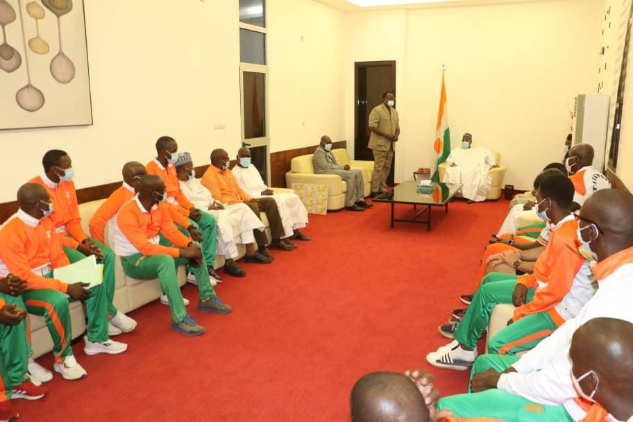 2 médailles en or, 3 en argent et 2 ceintures de champion, la moisson des sportifs nigériens présentée au président de l'Assemblée Nationale