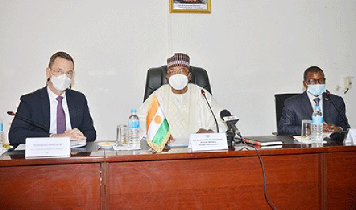 Au cabinet du Premier Ministre : Le Chef du gouvernement préside une réunion de travail avec une délégation de la Société financière internationale (SFI)
