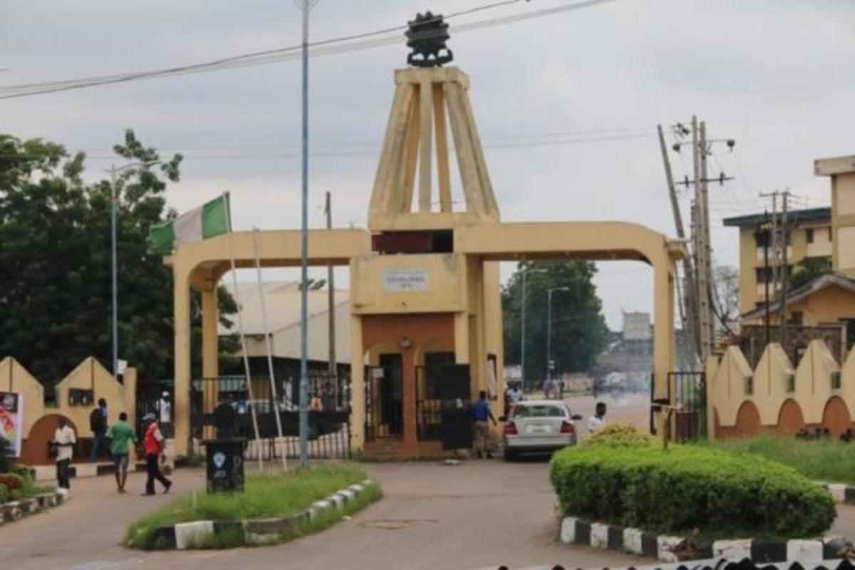 Workers shut down Ibadan Polytechnic over minimum wage