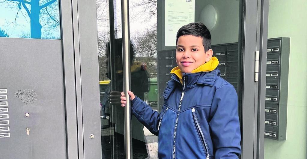 صحيفة المانية تسرد تفاصيل حادثة إخماد طفل صحراوي لحريق وانقاذه لحياة العشرات