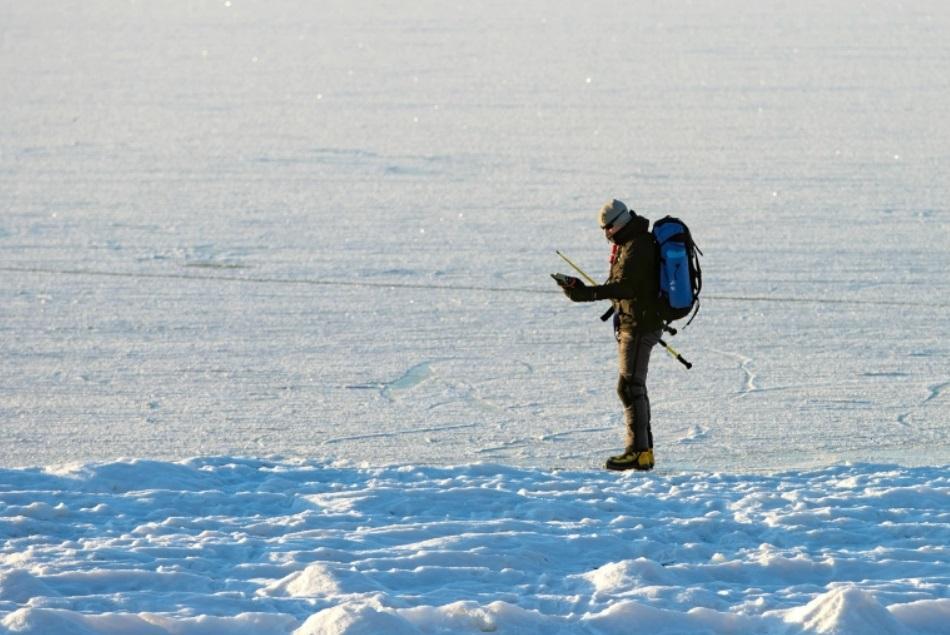 حاول التزلج 40 كيلومترا من السويد إلى النرويج تجنبا للحجر في فندق