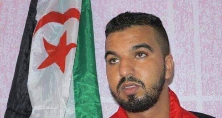 الصحفي والناشط الصحراوي وليد البطل يعانق الحرية