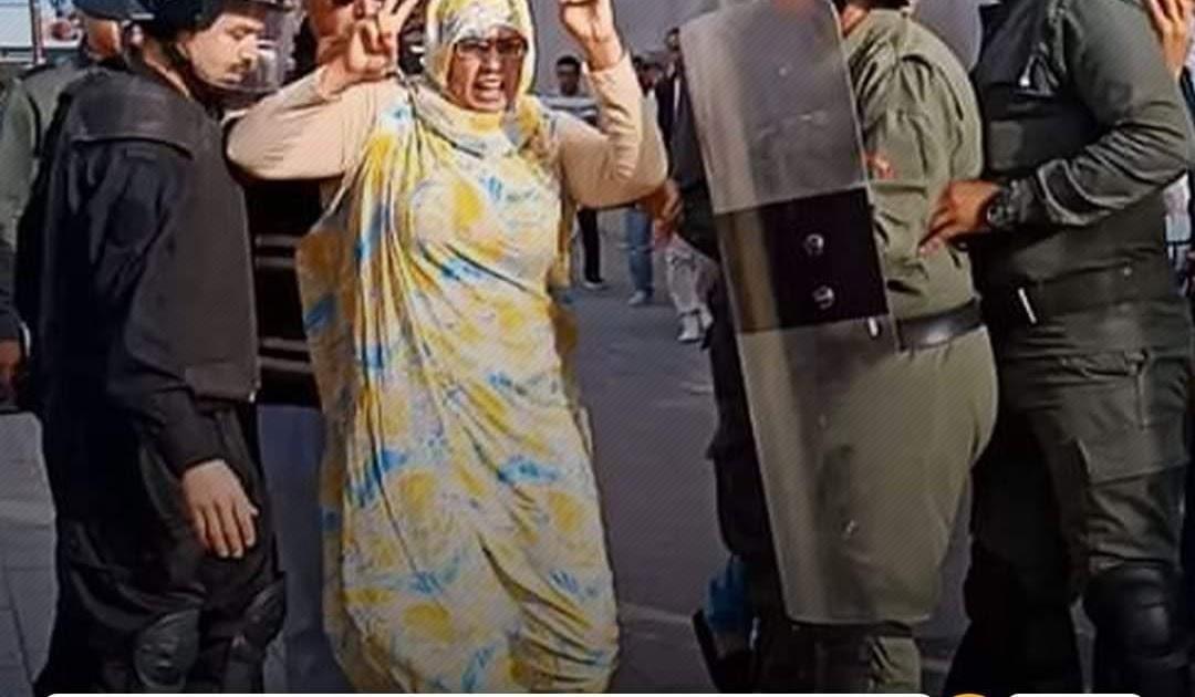 تخليدا لذكرى استشهاد الرمز الولي مصطفى السيد ، مناضلات بالعيون المحتلة يخرجن في مظاهرة بالاعلام الوطنية