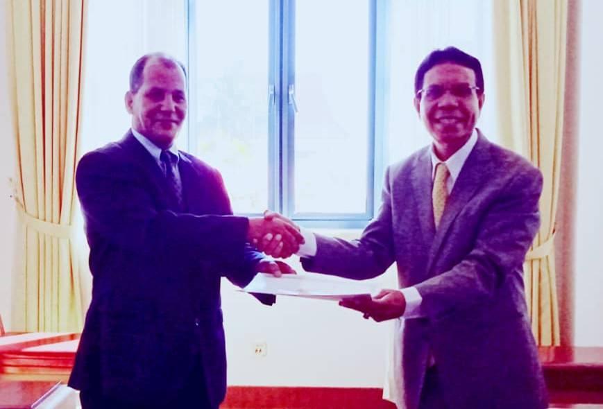 السفير الصحراوي الجديد لدى تيمور الشرقية يقدم نسخة من أوراق إعتماده