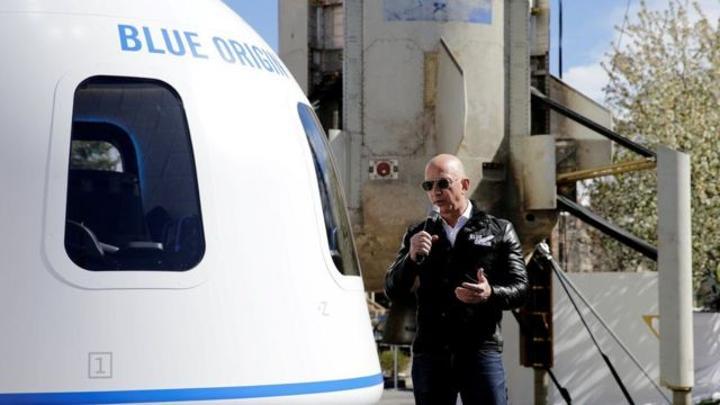 جيف بيزوس: مؤسس موقع أمازون وشقيقه يطيران إلى الفضاء