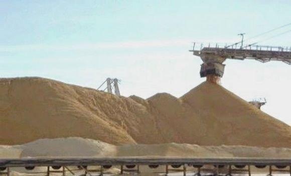 مخطط مغربي جديد لنهب 175 ألف طن من الفوسفات الصحراوي عبر 3 سفن