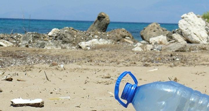 آلاف الأطنان من النفايات البلاستيكية تعوم في البحر الأبيض المتوسط