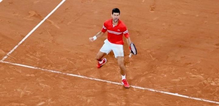 Roland-Garros : au bout de la nuit, Djokovic gagne le droit d'affronter Nadal pour une place en finale