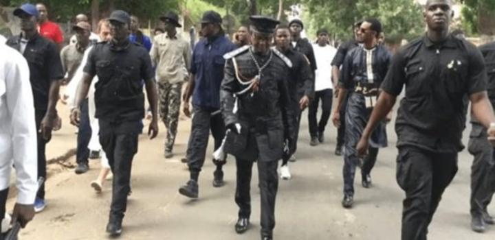 Prémices d'une vague de violences : Kara et ses soldats alertent et s'érigent en sentinelle de la démocratie