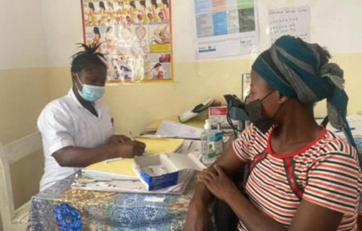 UNFPA-trained midwife promotes safe motherhood, save mothers and babies in Sierra Leone