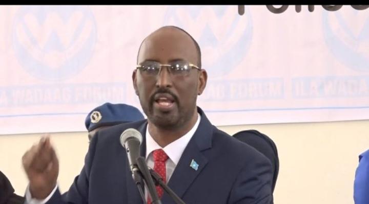 وزير الأمن يشيد بإنجازات الشرطة الوطنية