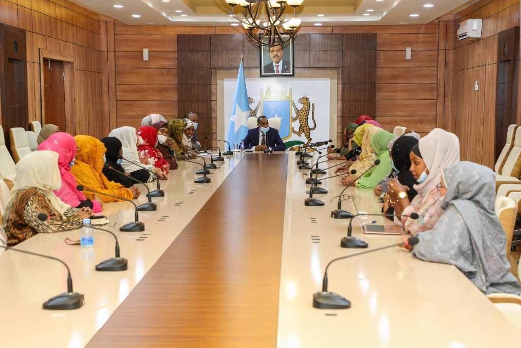 رئيس الوزراء يجتمع مع النائبات في البرلمان الفيدرالي