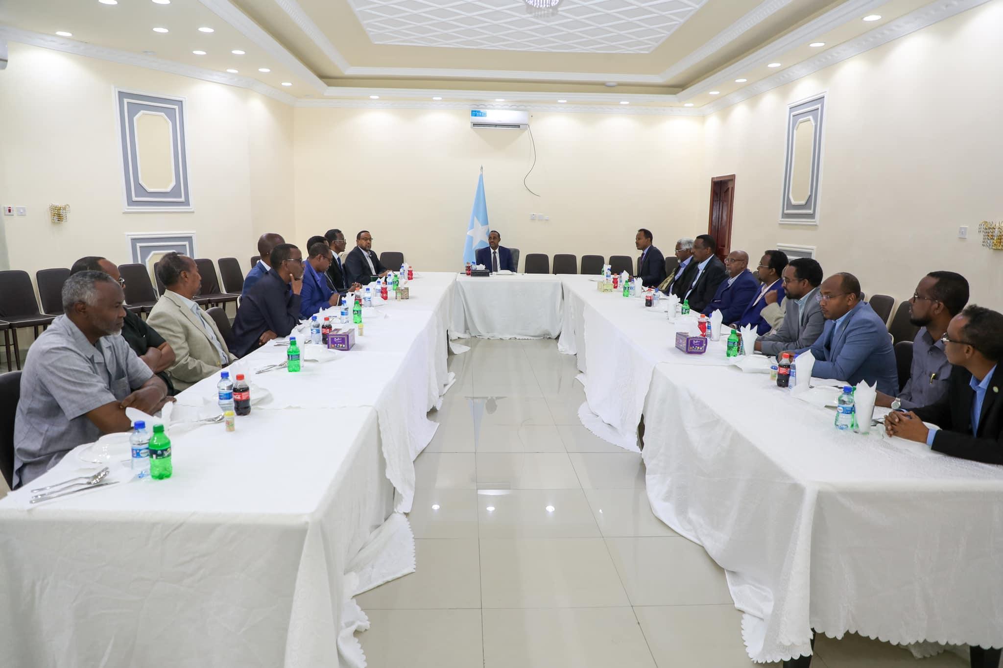 رئيس الوزراء يجتمع مع لجنة من الجامعات الخاصة