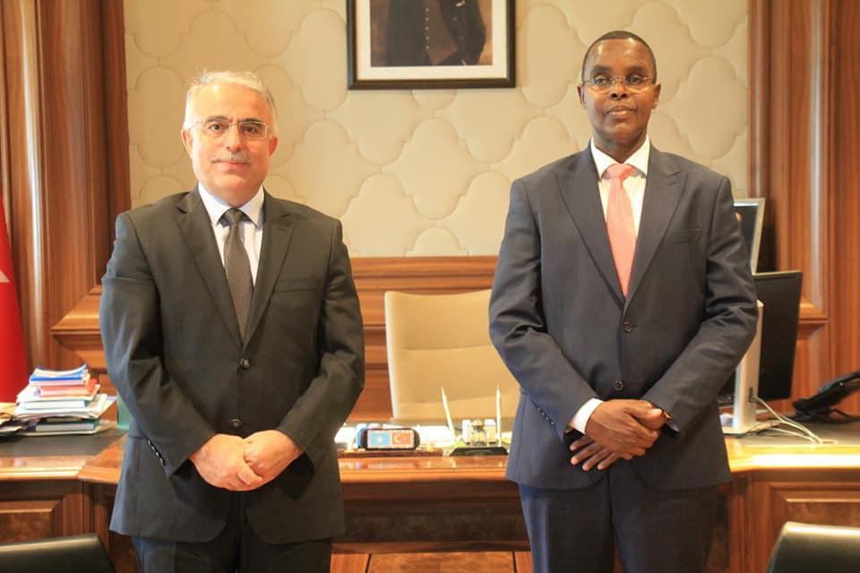 عمدة مقديشو يجتمع مع السفير التركي