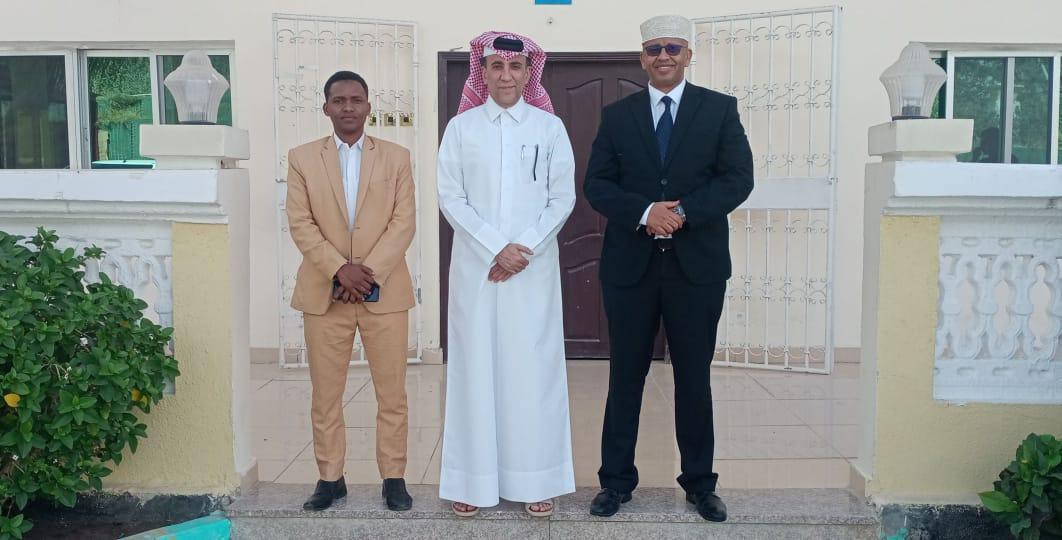 وزير الإعلام يجتمع مع السفير القطري لدى البلاد