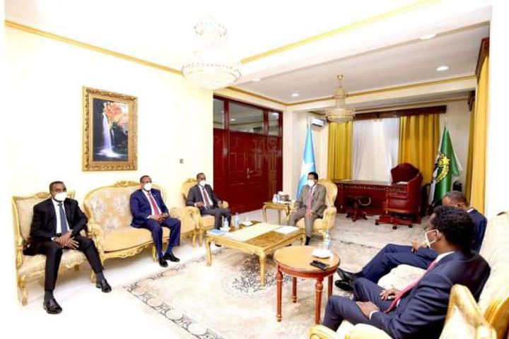 القيادة الفيدرالية وبعض رؤساء الولايات يجتمعون في مقديشو