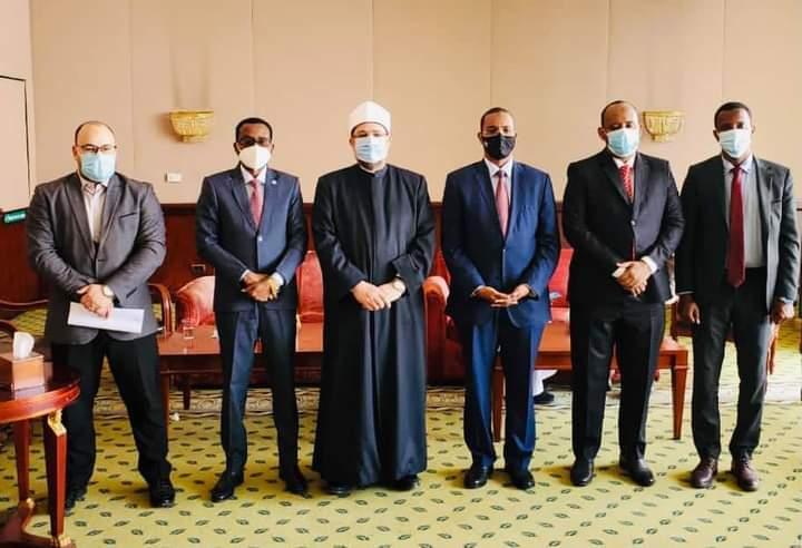 وزير الأوقاف يجتمع مع نظيره المصري