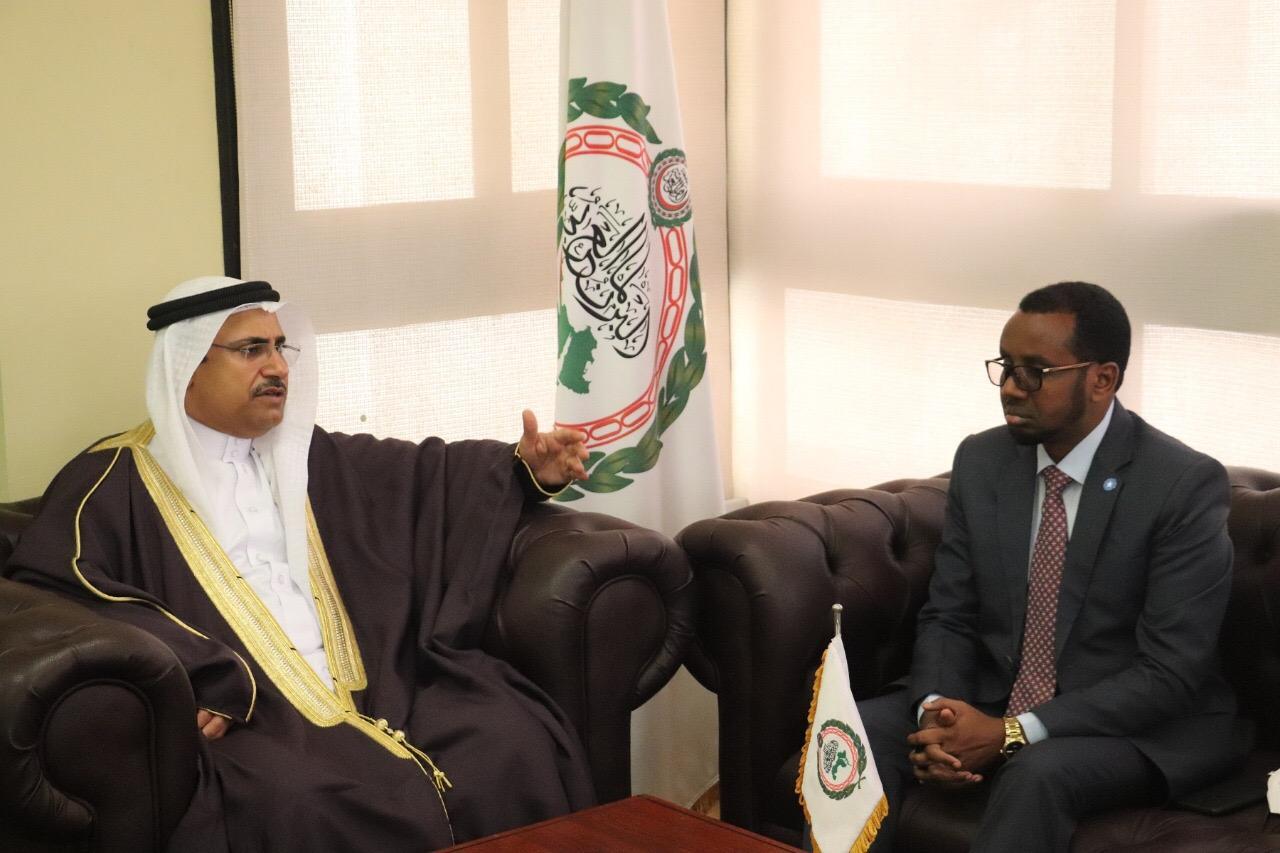 رئيس البرلمان العربي يلتقي القائم بأعمال وزير الأوقاف الصومالي ويؤكد دعم البرلمان العربي للصومال