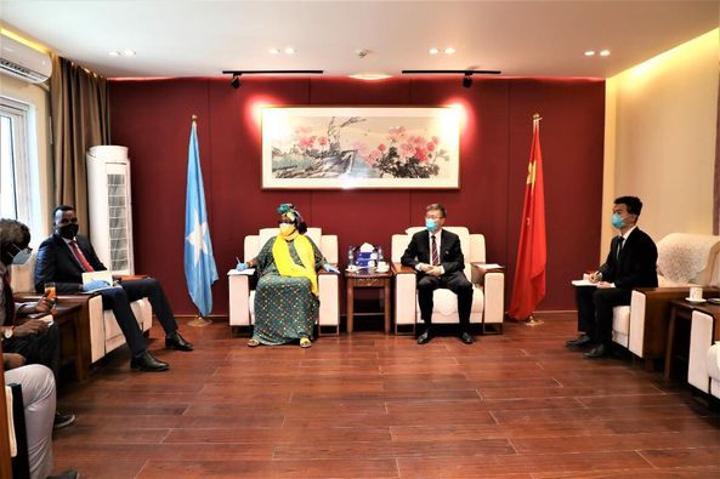 وزيرة الإغاثة تبحث مع السفير الصيني لدى البلاد إغاثة المتضررين من الجفاف