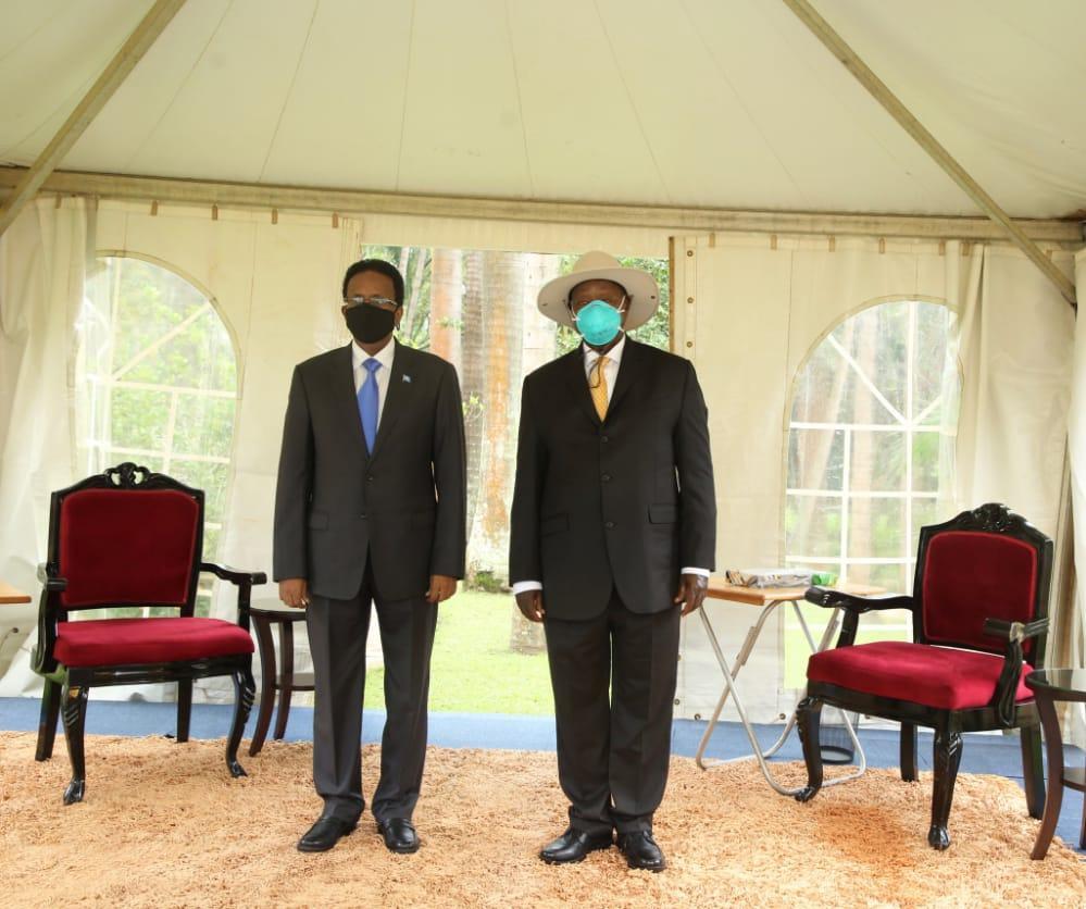 رئيس الجمهورية يلتقي نظيره الأوغندي