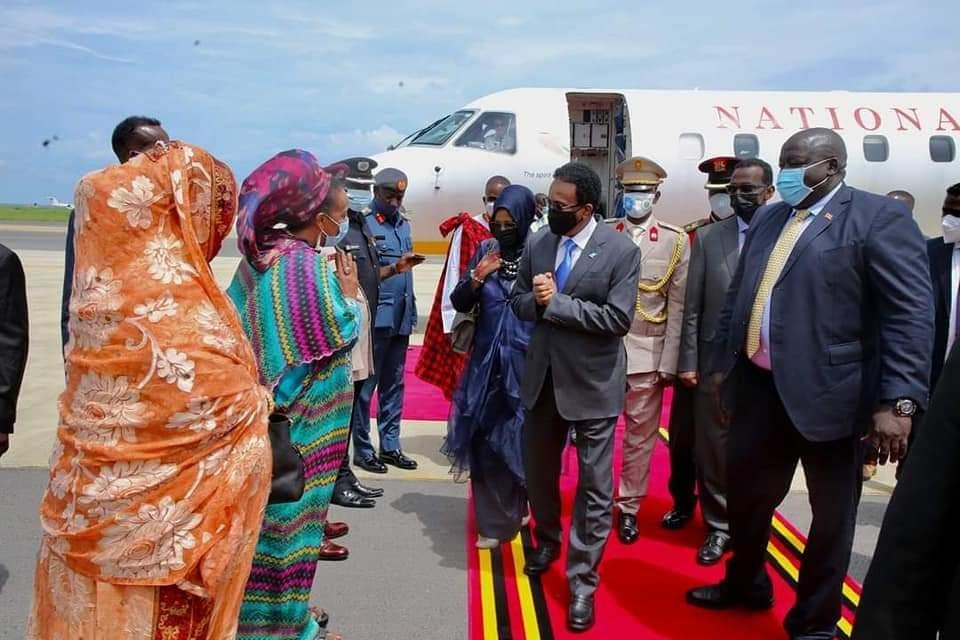 رئيس الجمهورية يصل كمبالا