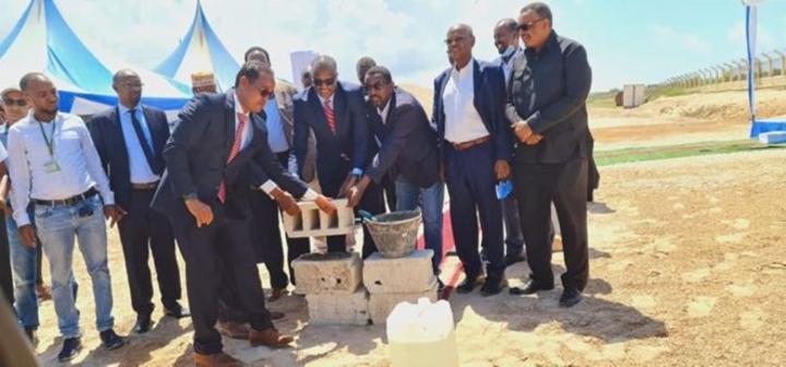 وضع حجر الأساس لتشييد منشأة صيانة الطائرات في مطار مقديشو